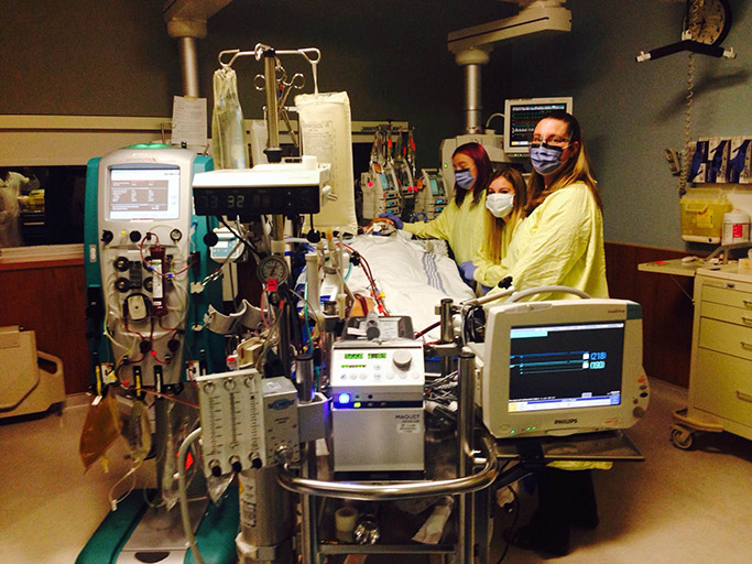 Peter-Rogal-and-family-inside-icu